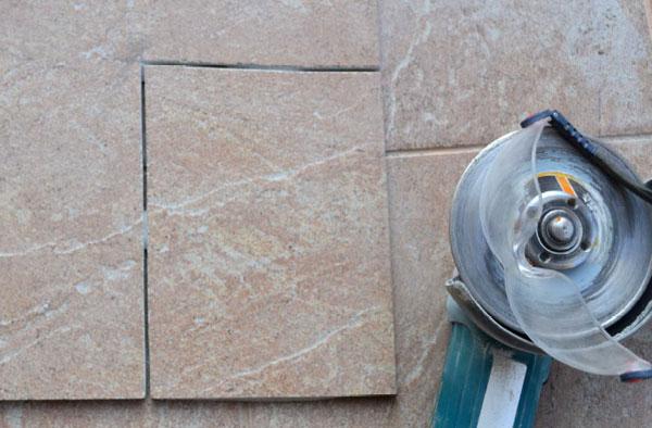 Резанная болгаркой плитка