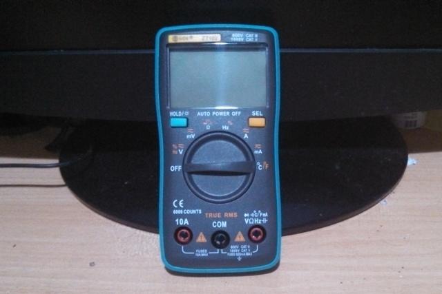Мультитестер ZT102 CATIII 600 V – тоже недорогая, но очень удобная в пользовании модель.