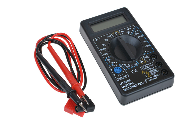 Одна из наиболее популярных моделей бытового класса – мультиметр DT830b