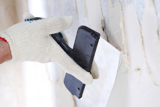 Задача стартового шпаклёвочного состава – закрыть крупные изъяны поверхности и выровнять ее