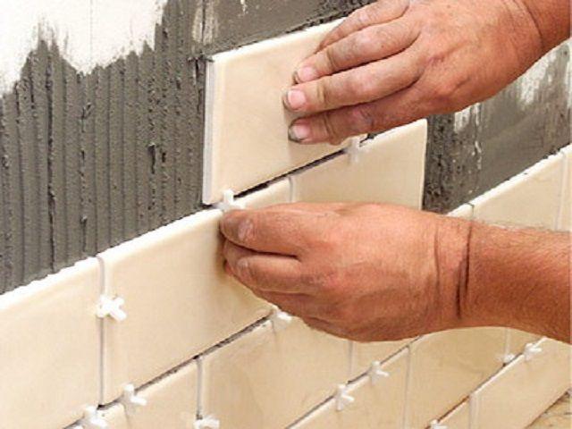 Крестики помогут выдержать равный интервал между плитками