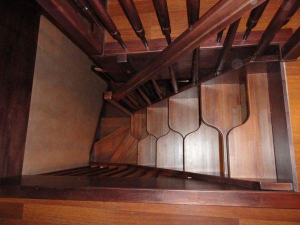 Лестница утиный шаг может иметь угол наклона свыше 45 градусов