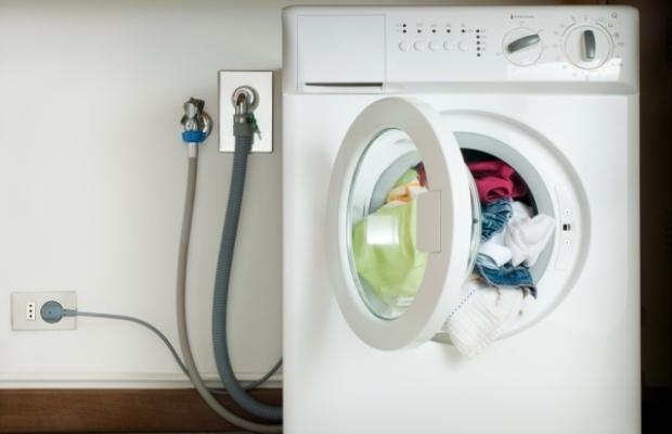 Линию отвода стоков от машинки в доме без водопровода можно подключить к небольшому септику