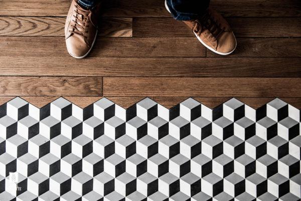 Многое зависит от формата выбранной плитки