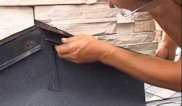 Крепление планки на тыльной стороне трубы