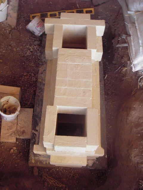 Нижняя часть печи, выложенная из шамотного кирпича