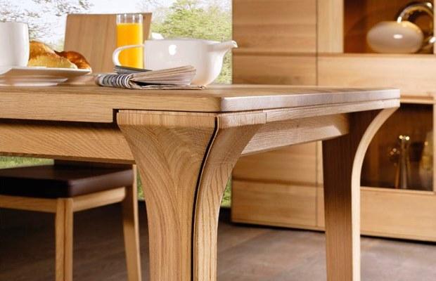 Мягкие породы дерева могут быть не самым удачным выбором для производство стола, ведь на столешницах из мягких пород могут оставаться царапины