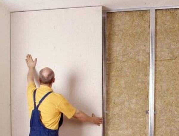 Приклеивание листов гипсокартона на стены