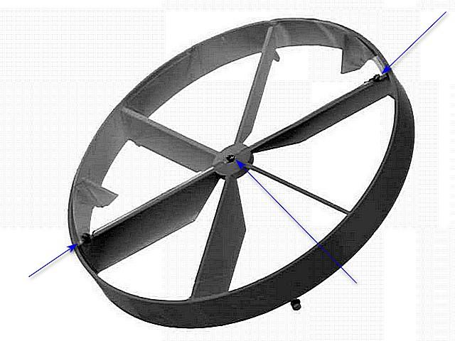 Саму мембрану практически не видно – она изготовлена их прозрачной лавсановой пленки. Стрелками показаны три точки крепления мембраны к решетке клапана.