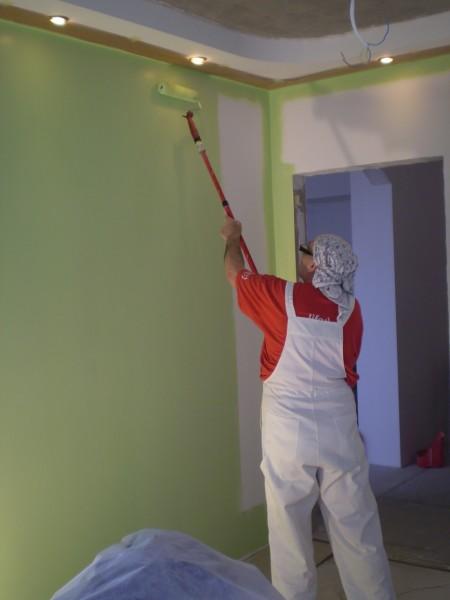Окраска стен в помещении