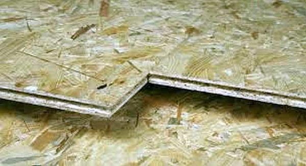 Край плиты может иметь выемку и паз - для соединения без щелей