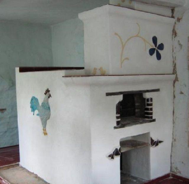 Оштукатуренная и побеленная русская печь