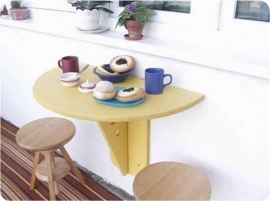 Откидной столик у подоконника