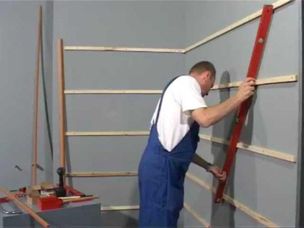 Обрешетка для стеновых панелей должна быть в одной плоскости