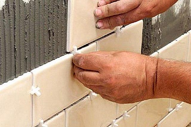 Толщина швов тоже обязательно учитывается, и особенно это важно при малоформатной плитке – набегает немало!