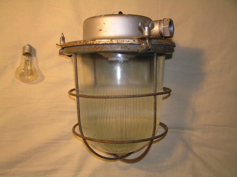 Светильник РН с закрытым плафоном