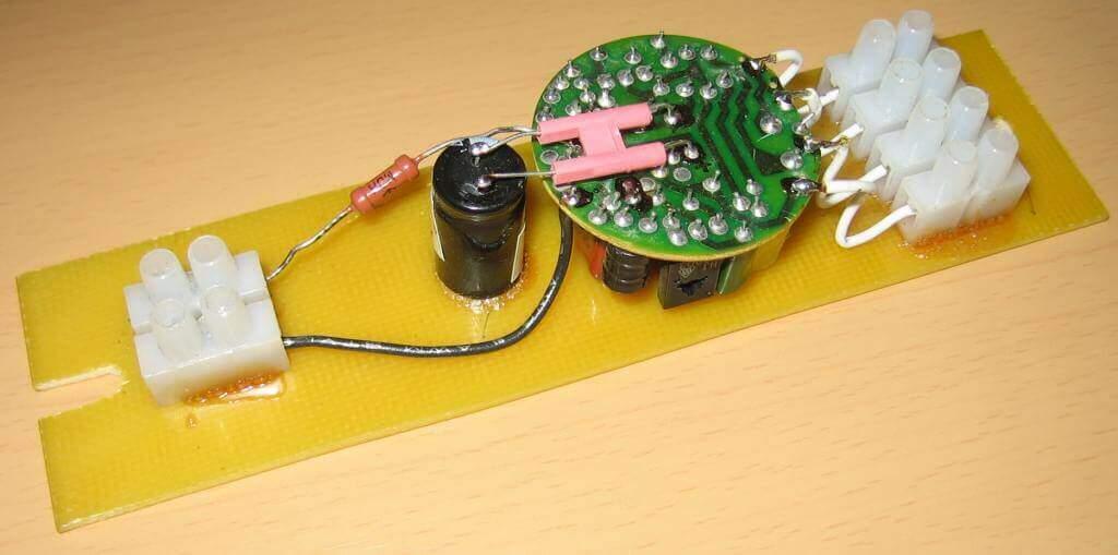 Использование платы от энергосберегающей лампы