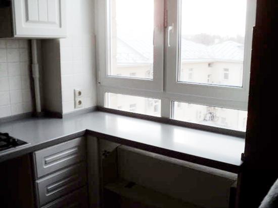 Подоконник с окном с горизонтальным импостом