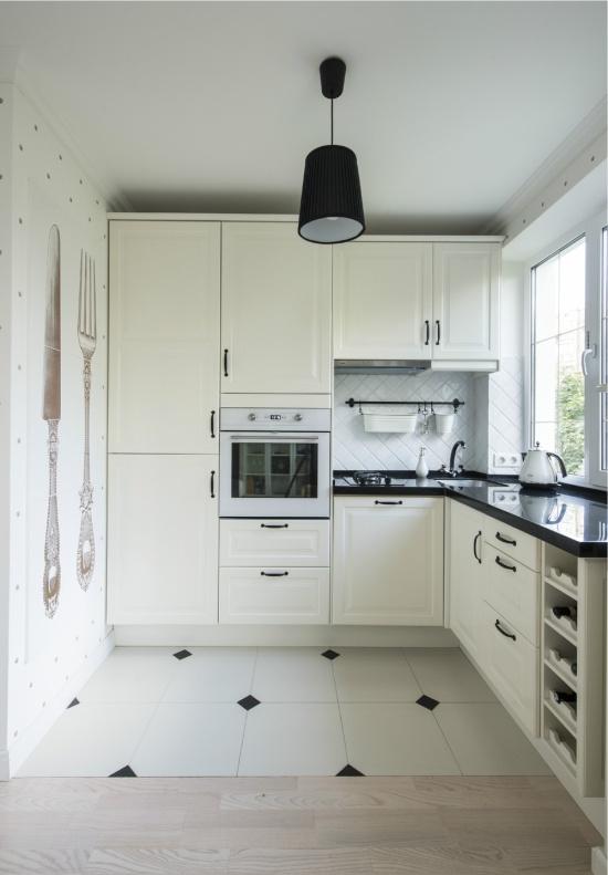 Подоконник-столешница на маленькой кухне в хрущевке