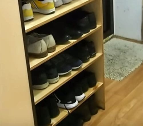 Порядок во всём: мастерим удобную полку для обуви своими руками