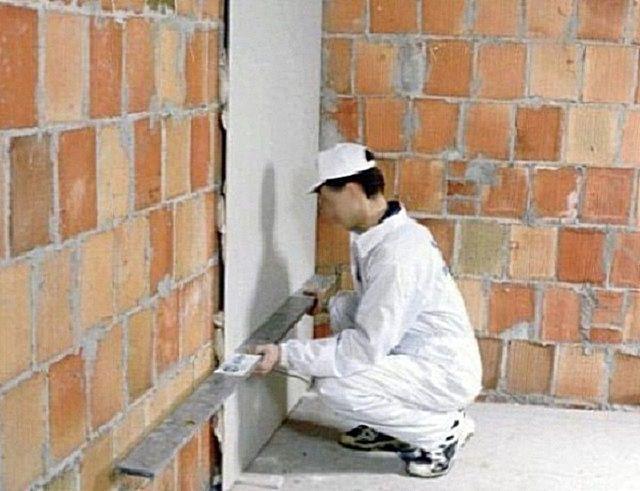 Приклеивание гипсокартона к поверхности стены