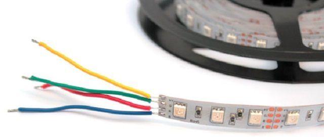 """В качественных комплектах цветовая маркировка проводов соответствует """"реальности"""". Желтый провод - плюс питания."""