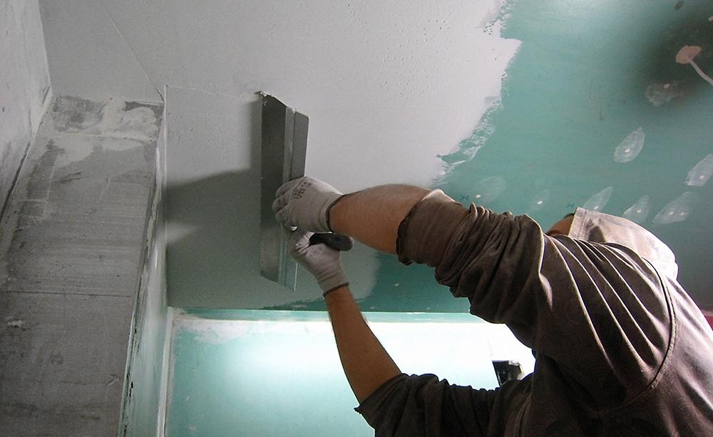 Руководство по нанесению шпаклевки на потолок