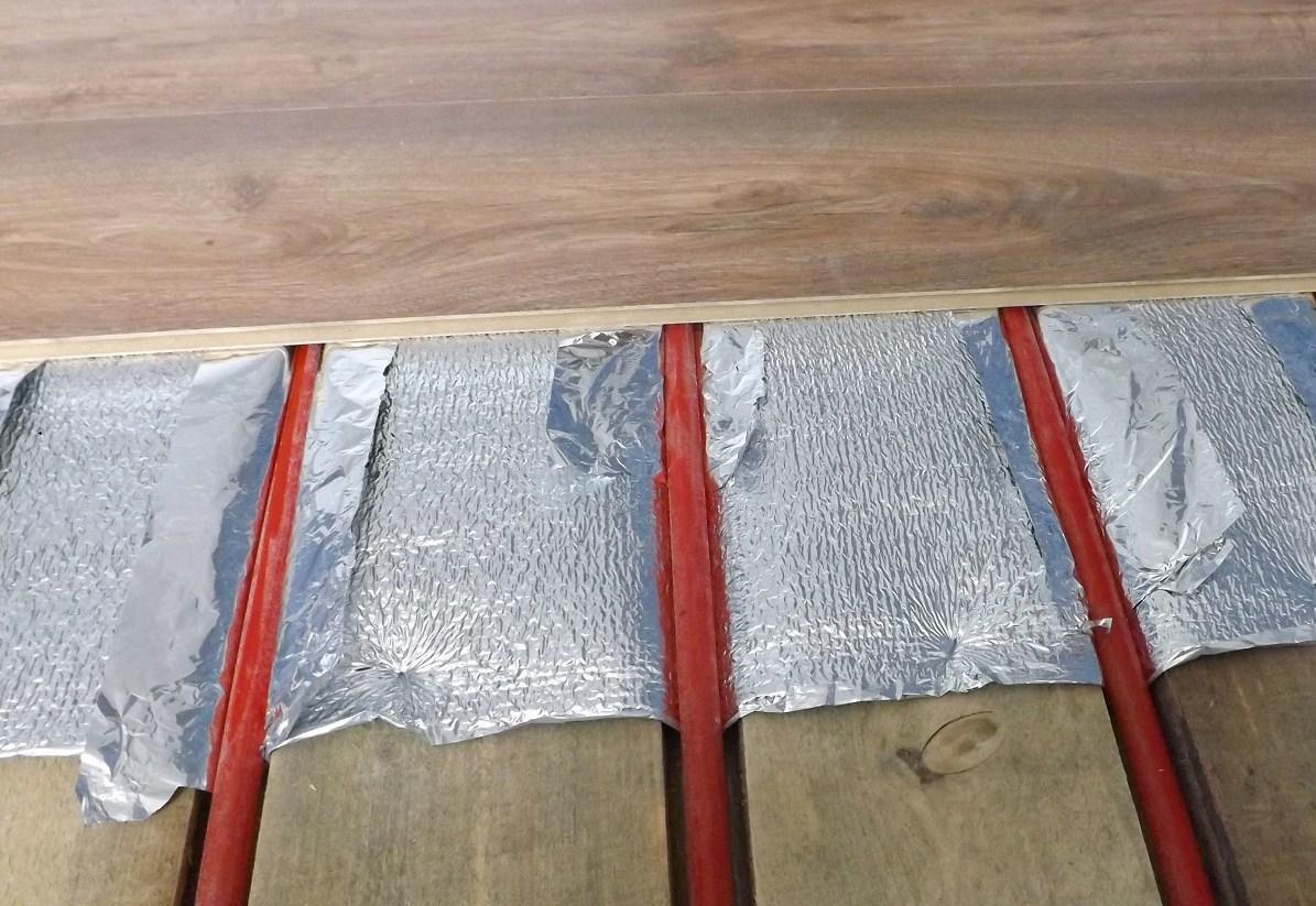 При решении устанавливать теплый пол под ламинат, стоит спросить у продавца о его теплопроводности
