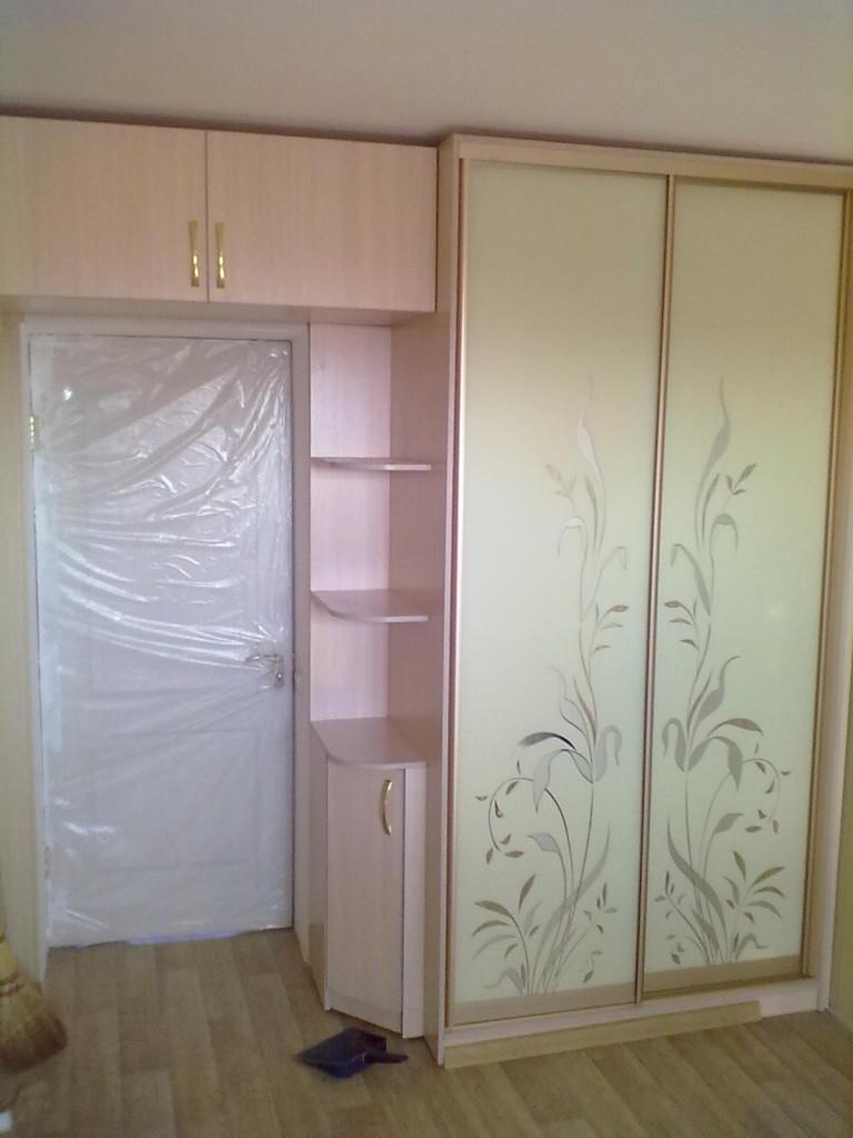 Шкаф над дверным проемом