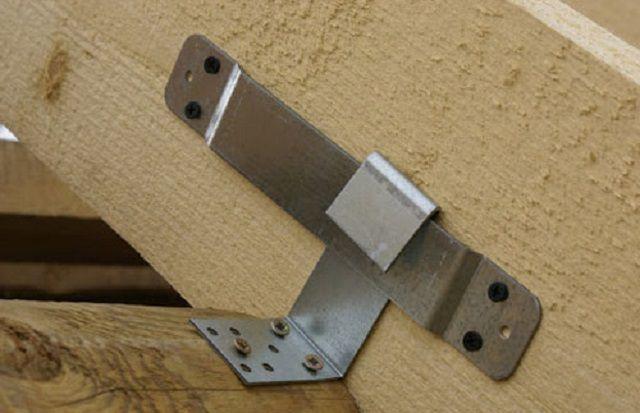 Один из вариантов скользящего крепления стропильной ноги на мауэрлате