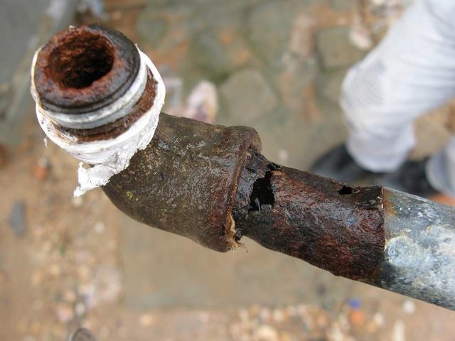 Другая крайность – коррозионные процессы «прогрызают» стенки трубы насквозь