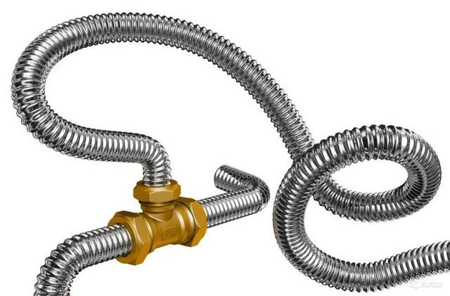 Одно из основных достоинств таких труб – возможность придания нужных изгибов, что позволяет свести до минимума количество соединительных стыков.
