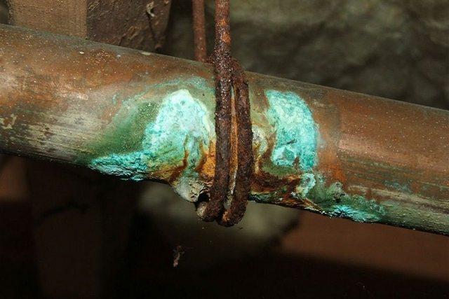 Нежелательны прямые контакты меди с алюминием и черной сталью – это потенциальные очаги активизации коррозии.