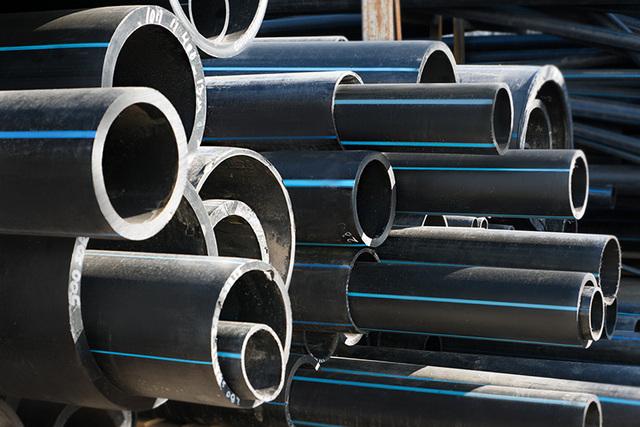Напорные трубы ПНД – оптимальное решение для внешних участков водопровода.