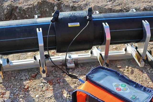 Сварка ПНД-труб с помощью специальных электромуфт.