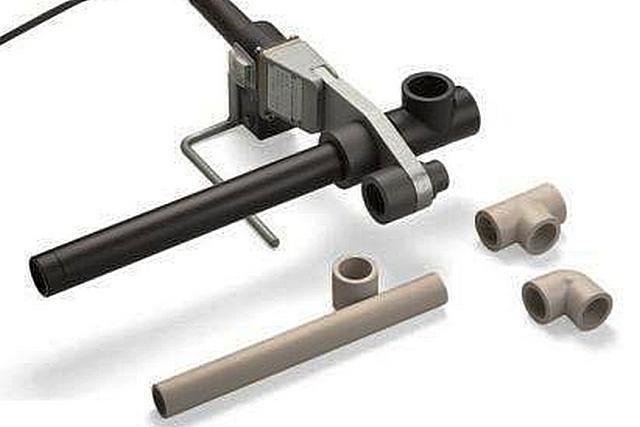 В некоторых создать надежное спаянное соединение ПНД труб небольшого диаметра можно и с помощью аппарата для сварки полипропиленовых изделий.