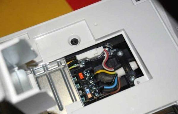 Так выглядит порт для подключения электрического кабеля