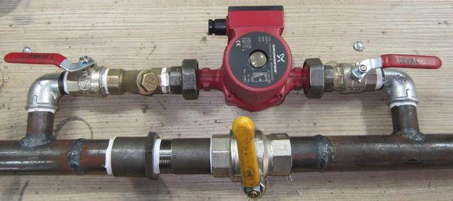 Пример обвязки циркуляционного насоса, позволяющей быстро переключаться с принудительной циркуляции теплоносителя на естественную и обратно