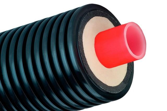 Отличное решение – монтаж водопровода из предварительно изолированных труб, заключенных еще и в защитную оболочку.