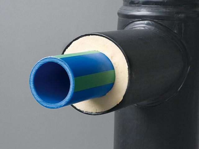 Тройник для прокладки утепленного ПНД-водопровода – крупным планом.