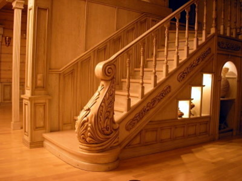Вариант оформления деревянной лестницы