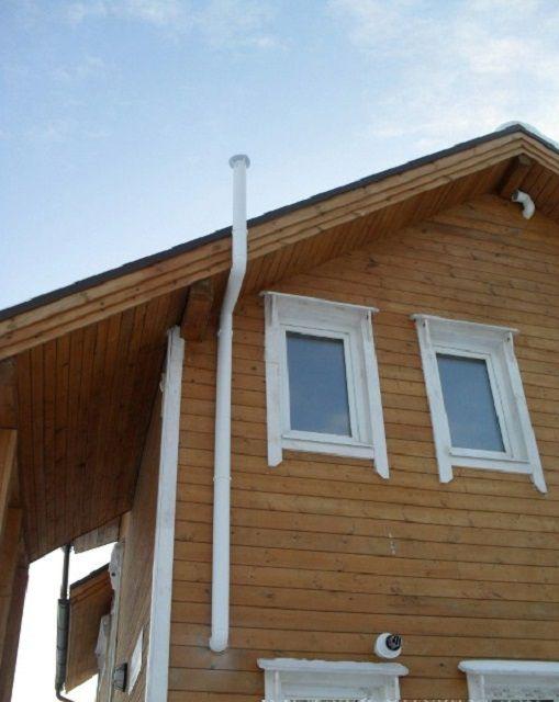 Расположение вентиляционной трубы на стене здания