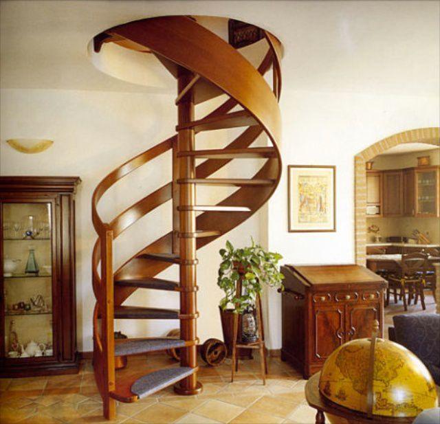 Винтовая лестница - экономит пространство, но не всегда удобна для переноски габаритных предметов