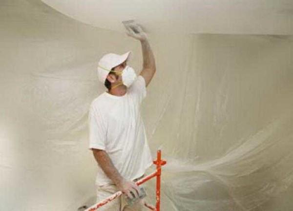 Счищать водостойкую водоэмульсионку с потолка то еще удовольсвтие