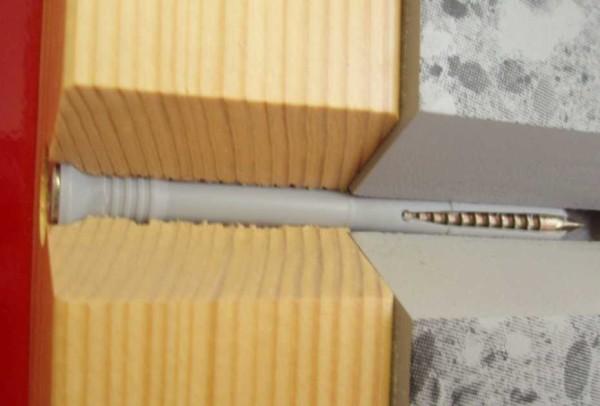 Вот так выглядит крепление бруска к стене в разрезе
