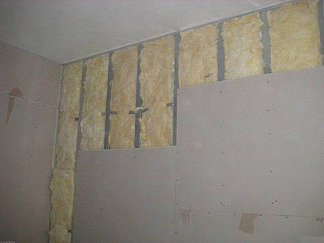Выравнивание стены гипсокартоном каркасным методом с одновременным утеплением и шумоизоляцией