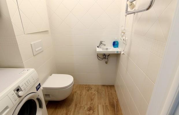 В небольших ванных лучше ставить компактный унитаз